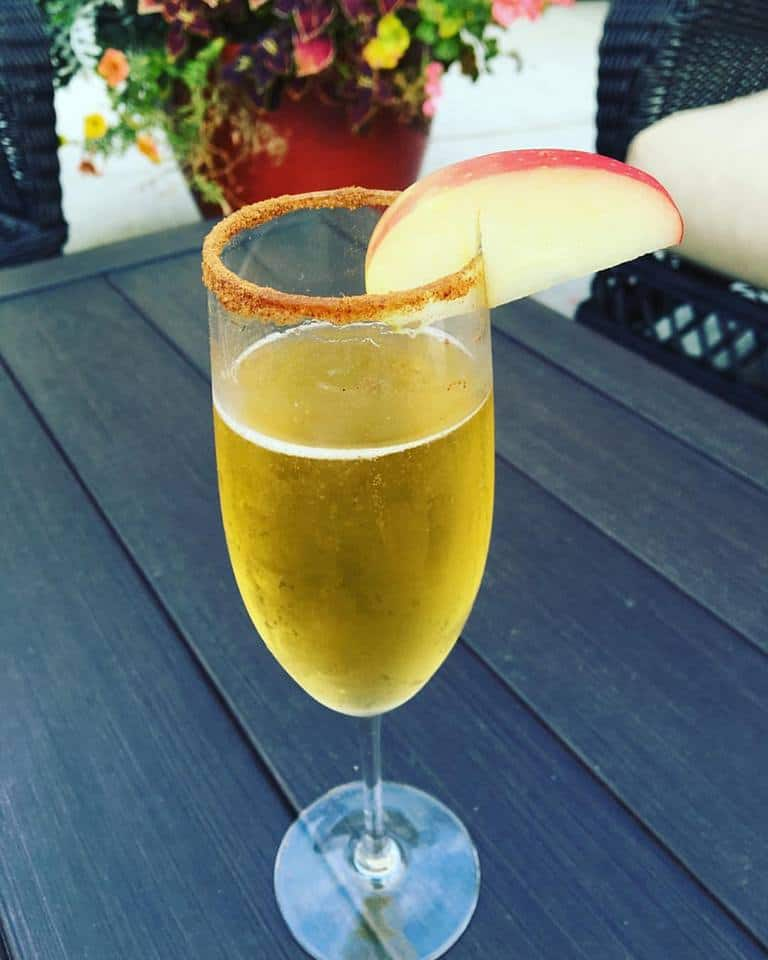 Apple Cider Mimosa Recipe (Apple Cider Cocktail) Perfect for Fall!