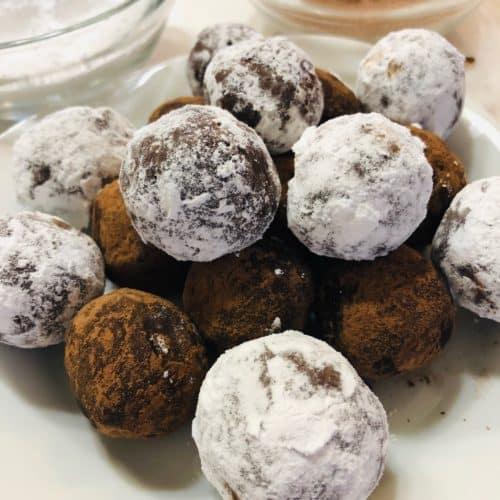 no bake bourbon balls dusted with sugar
